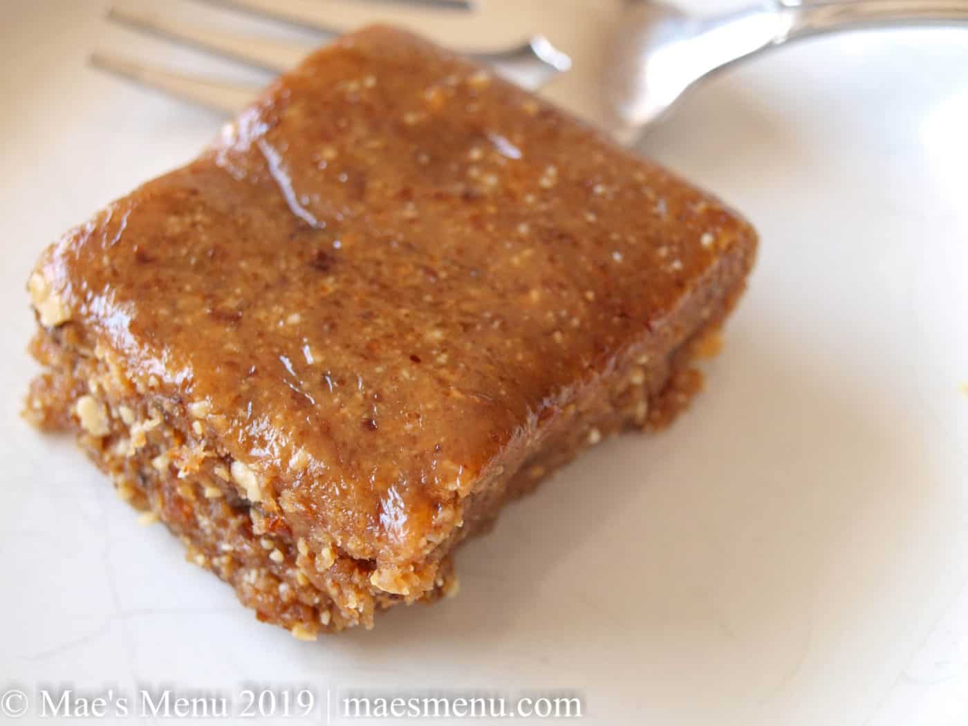 Upclose picture of Peanut Butter & Jelly Larabar recipe.