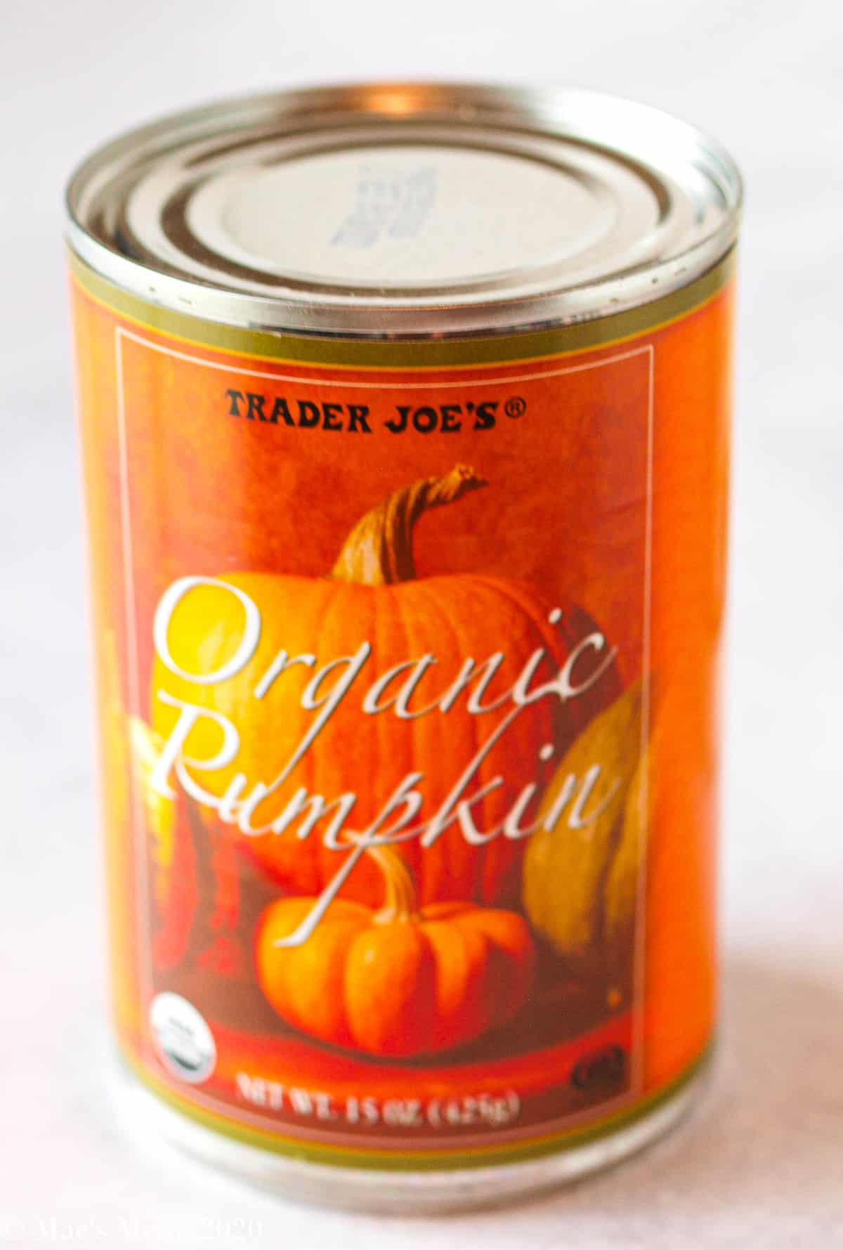 a side shot of a can of organic pumpkin puree
