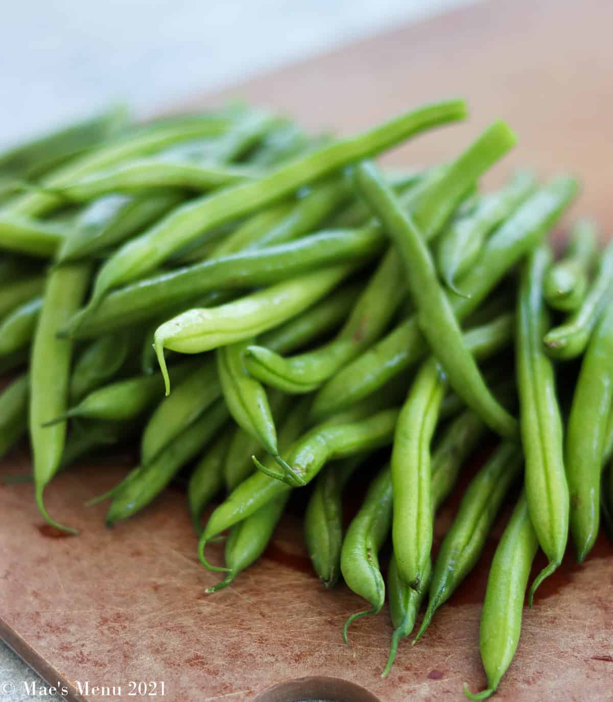 trimmed green beans on a cutting board