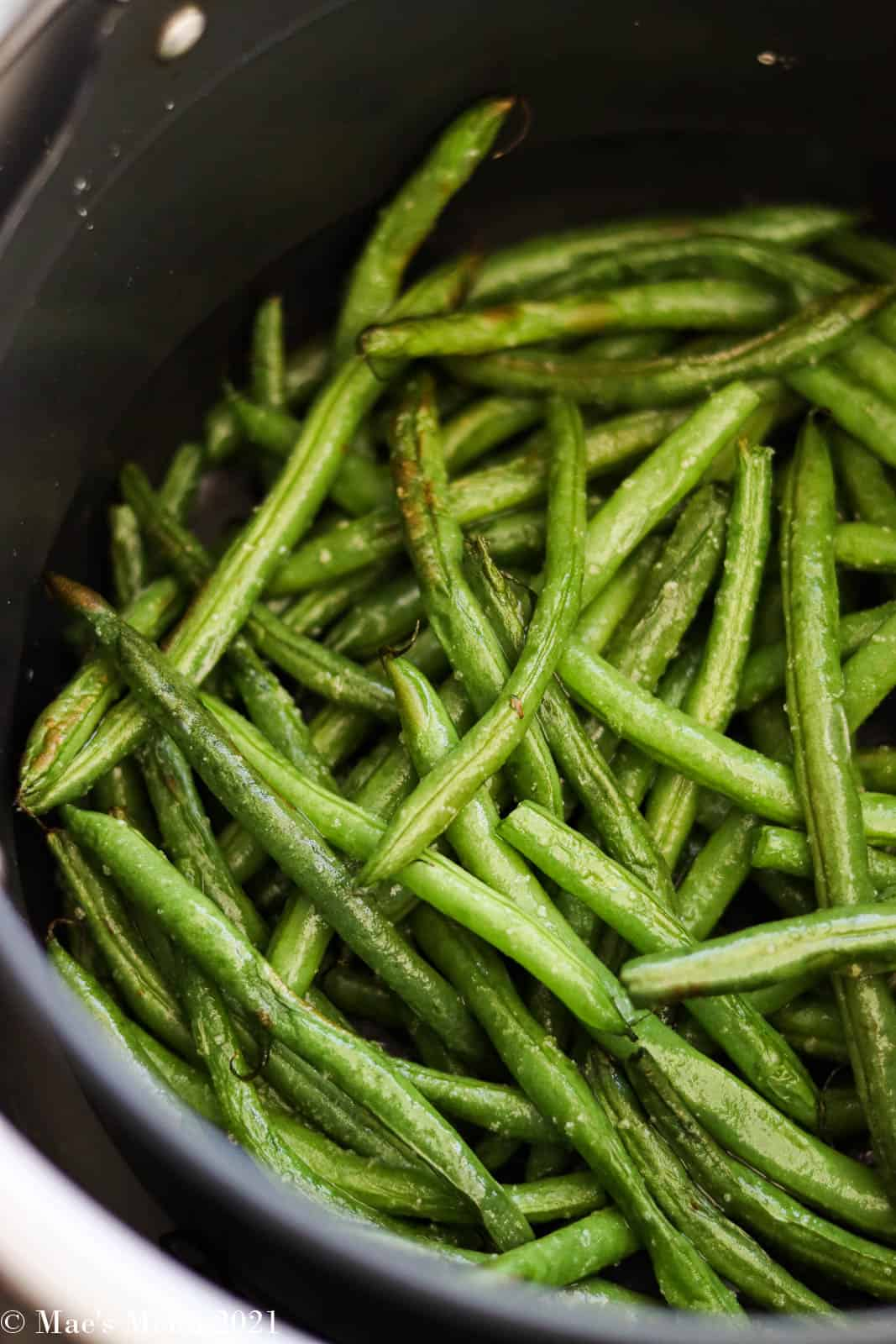 The air fryer green beans partially fried